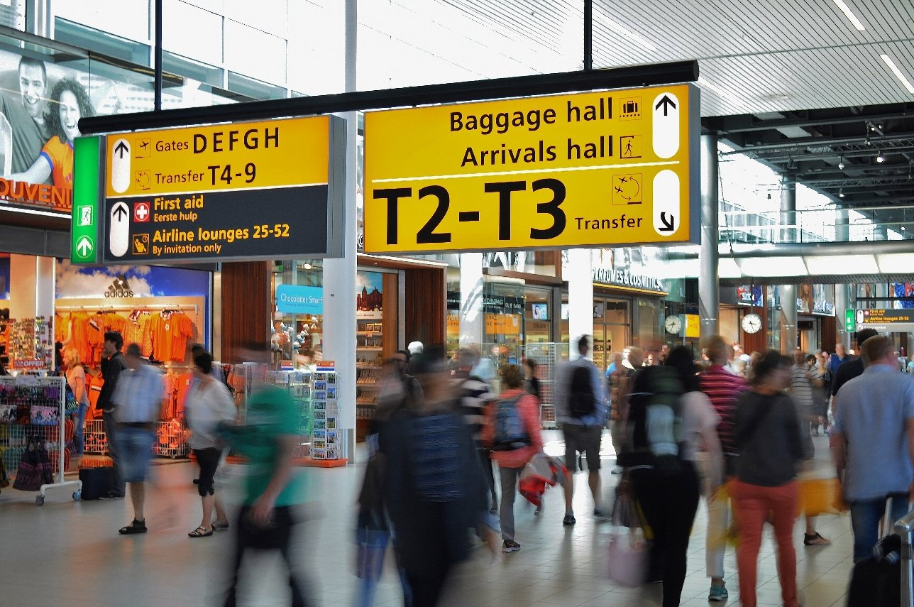 airport-amsterdam-arrival-2069-1