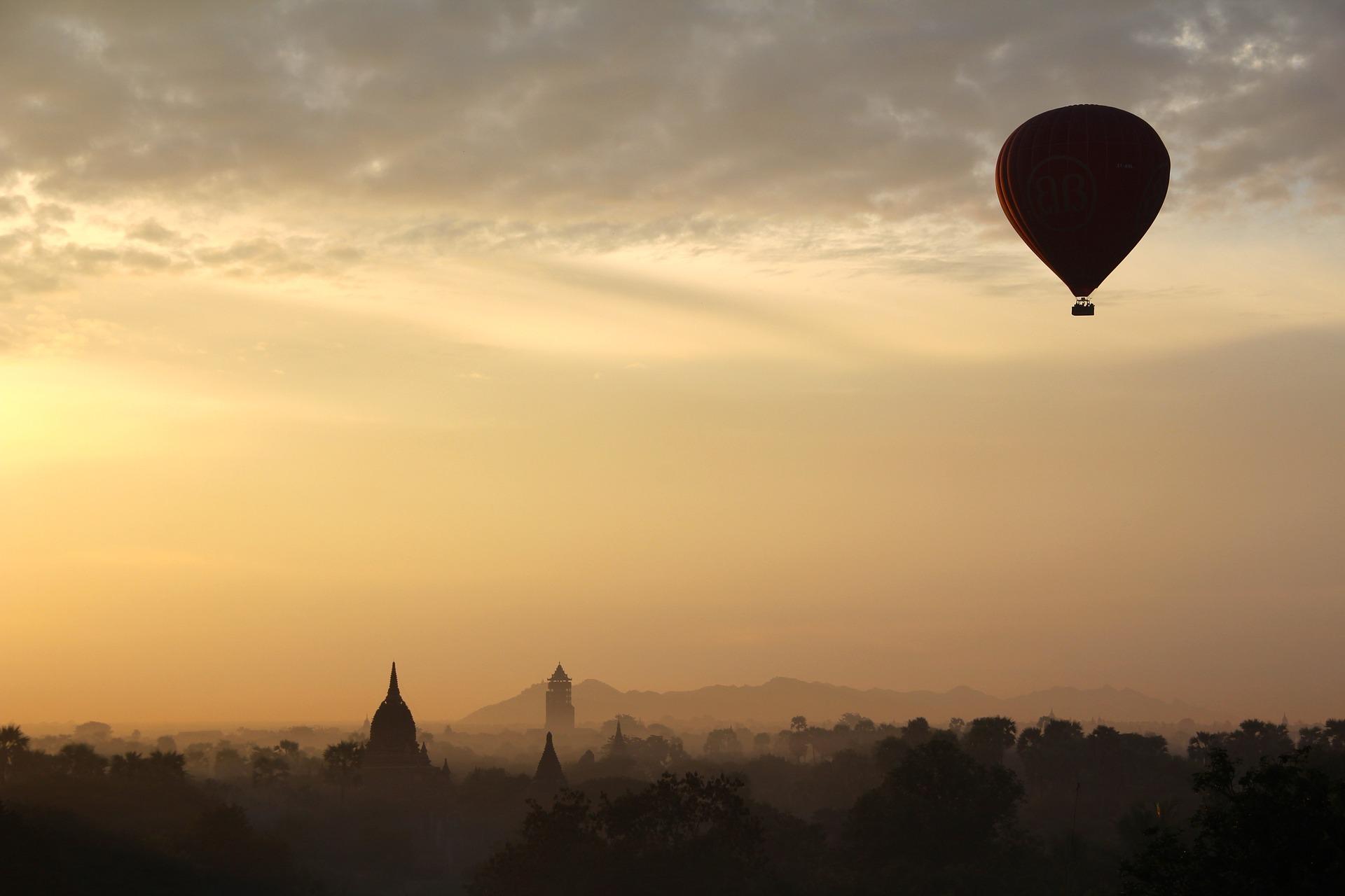 hot-air-balloon-ride-1029303_1920